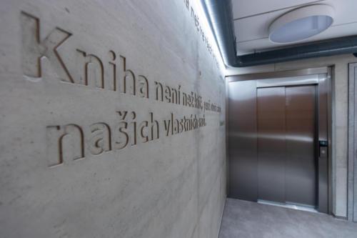 vstup do výtahu v přízemí