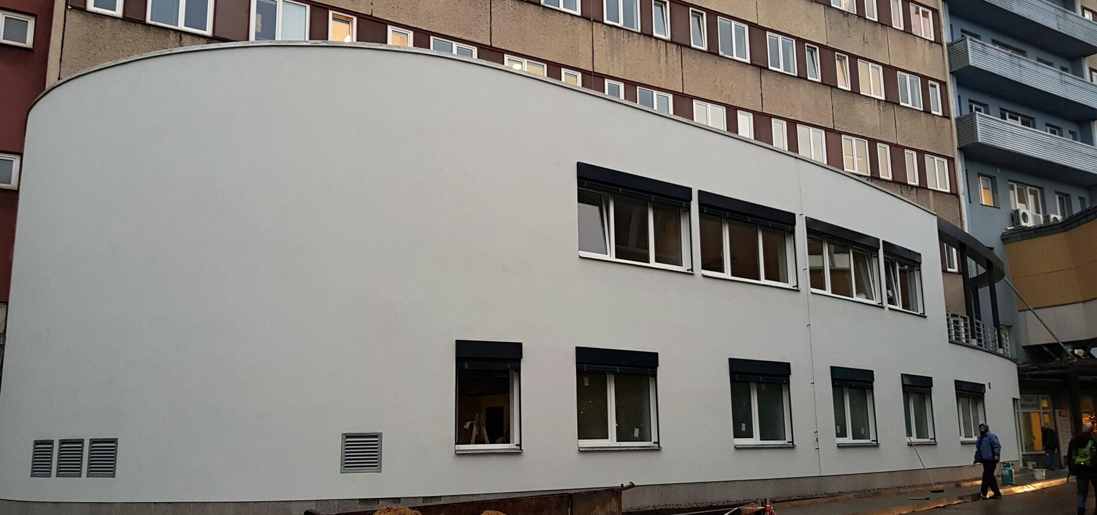 Přístavba pro magnetickou rezonanci k objektu PIO v nemocnici Liberec